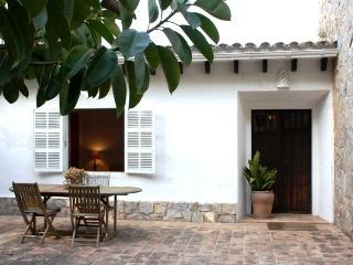 Mediterranian house in a quiet location with Wi-Fi, Cala Ratjada