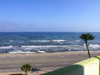 'Shimmering Sea' Sit on your balcony and watch the Shimmering Sea!, Galveston