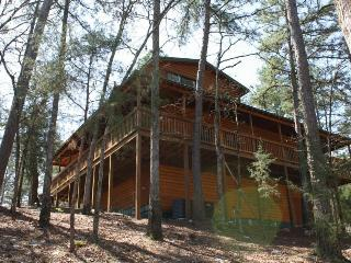 Secluded Big Pine Cabin in Broken Bow