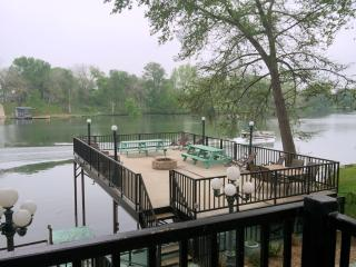 GUADALUPE RIVER LODGE-NEW BRAUNFELS-HILL COUNTRY, New Braunfels
