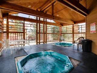 Beautiful condo with shared hot tub, close to everything!, Steamboat Springs