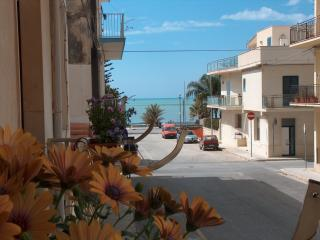 TRITONE HOUSE on the seafront, Marina di Ragusa