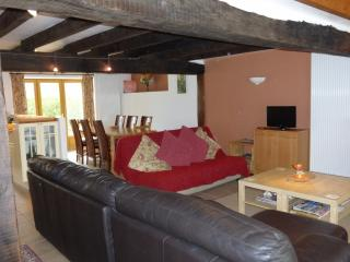 Lounge & dining for 8 with UK & French TV, CD player, radio, Free WIFI