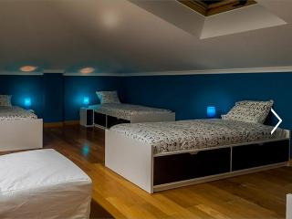Surf Hostel in Ericeira - Bedroom for 4