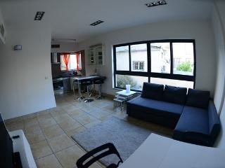 Brand New 2 Bedroom near the beach, Tel Aviv