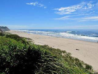 Modern Oceanfront Home w/ Private Beach Access, Lincoln City