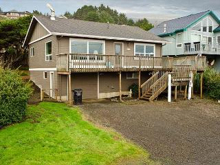 Private Roads End Home One Block to the Beach!, Lincoln City