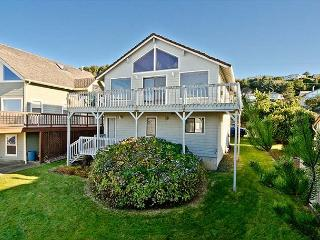 Spacious Great Room and Two King Bedrooms in this Roads End Ocean-view Home, Lincoln City