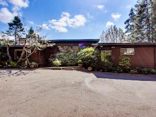 Bayfront home with a gym, sauna, game room, & hot tub!, North Bend