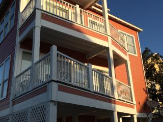 Walk to beach and Lagoon! Pool and Pier too!, Gulf Shores