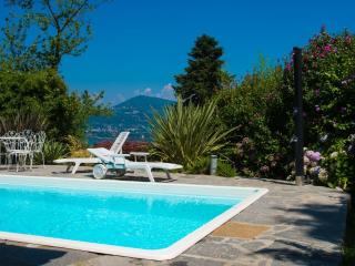 Sunlit holiday villa with private pool!, Ranco
