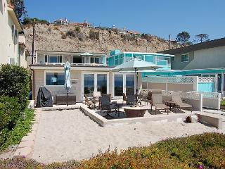 Beach House with GREAT Patio Right on the Sand! Sleeps 9 to 15 (087L), Dana Point