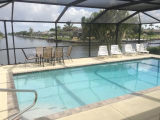 VILLA  'VALESCA' WITH THE BEST VIEWS ON THE CAPE!, Cape Coral