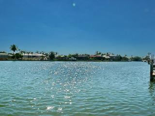 Waterfront house w/ heated pool & postcard-perfect views, Marco Island