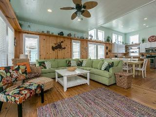 4BR Beach House w/ Roof Deck Ocean View- 'Sunny Side Up'!, Port Aransas