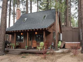 2BR Charming Mountain Cabin + Private Hot Tub, South Lake Tahoe, Sleeps 6