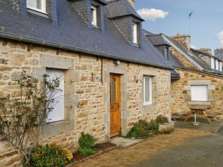 Idyllic house on the Cotes-d'Armor, Brittany, with central heating and garden – sleeps 6, Penvenan