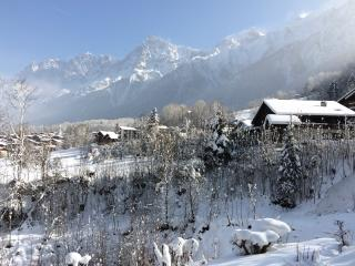 Cosy apartment in Les Houches (Haute-Savoie) w balcony, stunning mountain view – sleeps 4