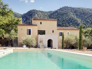 L'Arcadie du Souleyan – newly-renovated mas in the Luberon with huge garden & heated pool, Oppede