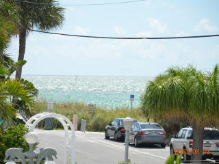 Twins Apts: 2-Bedroom Apartment with Gulf View, Treasure Island