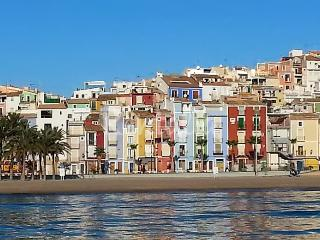Family-friendly apartment on the Costa Blanca with air con & balcony, 10-minute walk from the beach!, Orxeta