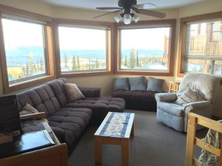 5922C Snow Pine Cres.2 Bdrm Chalet Private Hot Tub, Big White