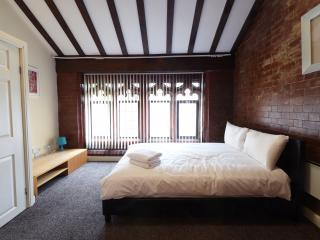 Budget 3 Bed Near City Cleeps 8 (lc), Manchester