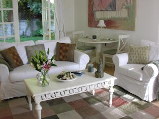 Charming Duplex with private yard, Pets welcome, Los Angeles