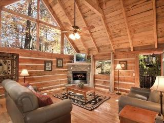 Bear Acres - 2 Bed Cabin/WIFI/HotTub/AirHockey, Pigeon Forge
