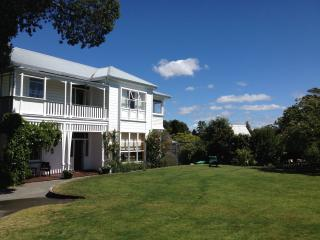 Stunning Historic Homestead with Pacific Views, Napier