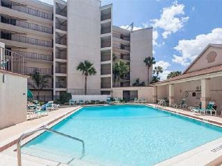 Beach Front Upgraded Condo, 3 Bedroom, 2 Bath, WIFI, Large Private Balcony, Saint Augustine Beach