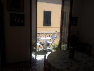Spacious two rooms , 30 m from the sea, Pietra Ligure