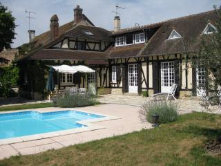 Family Home in Normandy - 50 minutes from Paris, Croisy-sur-Eure