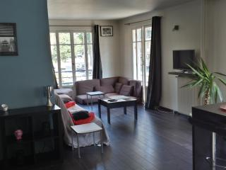 Juan Les Pins, big apartment next to the beach, Juan-les-Pins