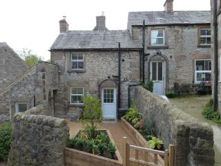 Quirky Detached Stone Cottage on 4 Levels, Winster