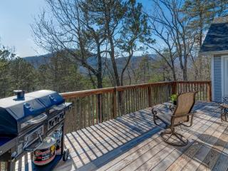 Laurel Hill on Lynx - Mountain Views and Close Access to Golf Course, Black Mountain