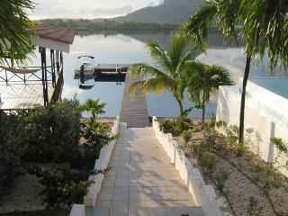Lovely oceanfront villa 7 with private beach, Curacao
