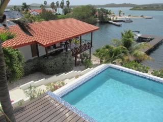 Lovely waterfront villa 11 with private beach, Curaçao