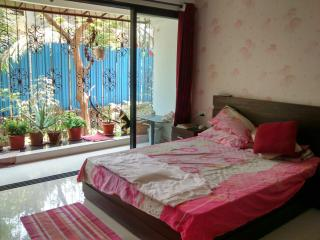 Bedroom with Wi-fi, FEMALES only!, Bombay