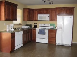 FURNISHED 2 BEDR APT. WIFI, CABLE TV, PARKING, Hollywood