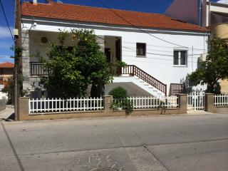 Modern house for 6 persons at Monemvasia