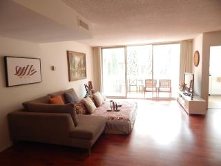 Large 2br/2bath Rodeo Dr, Beverly Hills