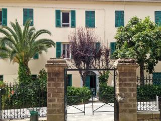 Village flat with terrace and garden, Venaco