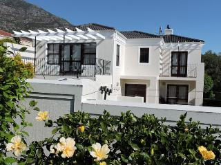 4 Bedroom Fully Furnished House Hout Bay