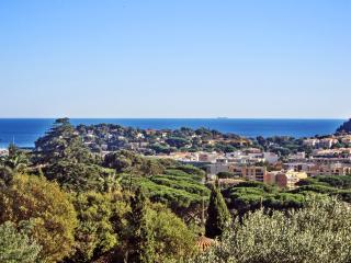 French Riviera flat 900m from beach, Cavalaire-Sur-Mer