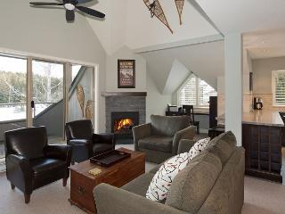 Glen Eagles 15 | Free Village Shuttle, Vaulted Ceiling, Scenic Views, 50' TV, Whistler
