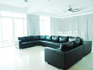 Luxury 4bedrooms Suite 16-02, Georgetown