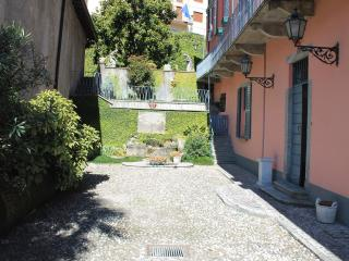 Charming Traditional Home with beautiful frescos, Argegno