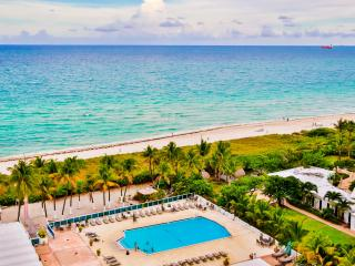 Cozy 2BR/2BA Apartment, Oceanfront building w/pool, Miami Beach