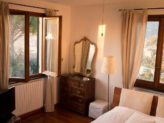 charming room in villa with pool, Recco
